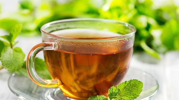 чай с мелиссой и ромашкой