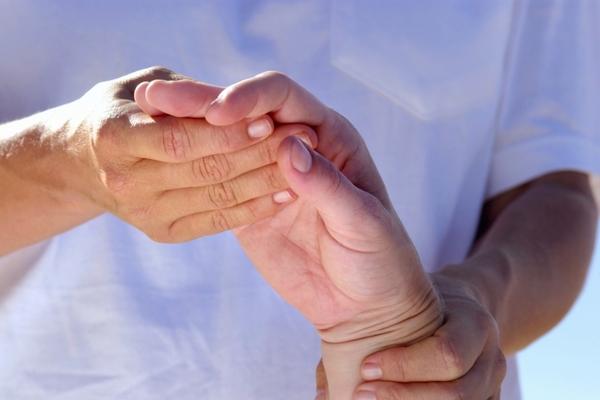 слабость кистей рук