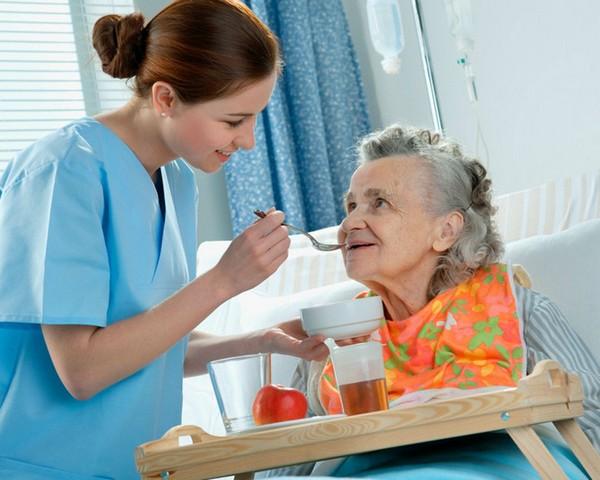 женщина с болезнью альтцгеймера