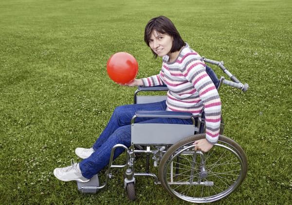 женщина в коляске