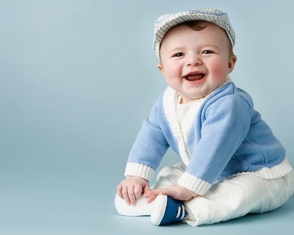 малыш в кепке
