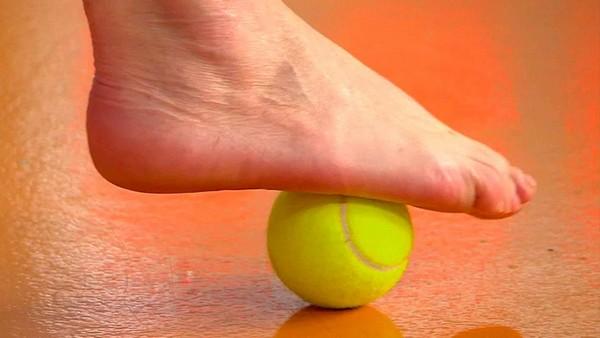 нога на мячике